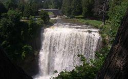 800px-Waterdawn_Webster_Falls5-250-156.jpg
